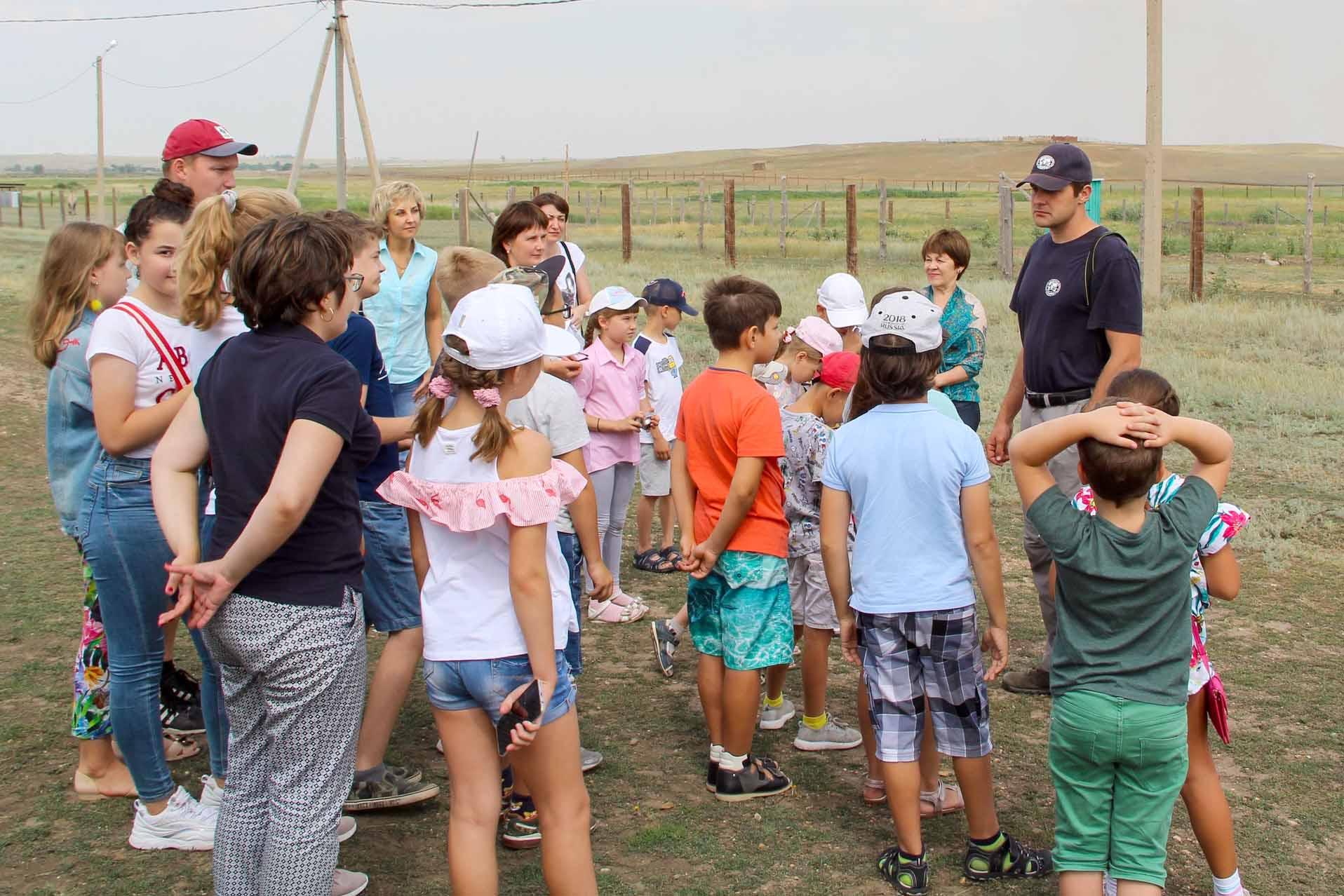 Экскурсионная группа Центра образования на Марсовом поле. Фото: С. Норейка