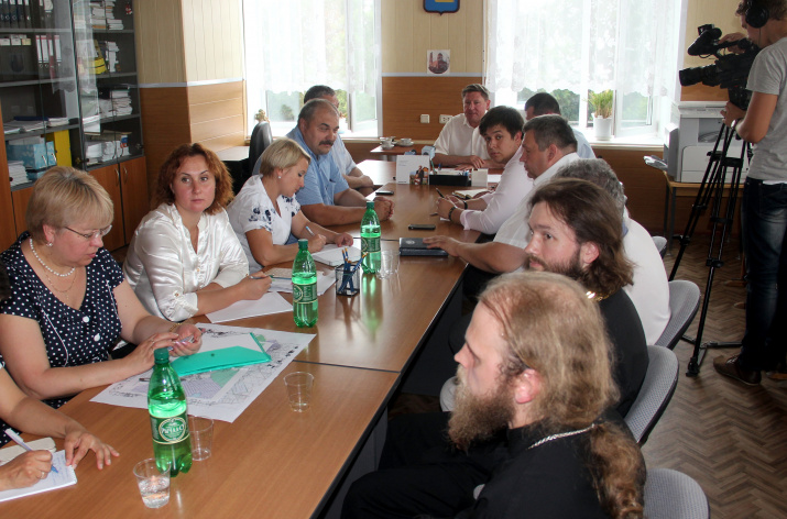 At a meeting with Vladimir Barsukov, head of the Lukhovitsky municipal district
