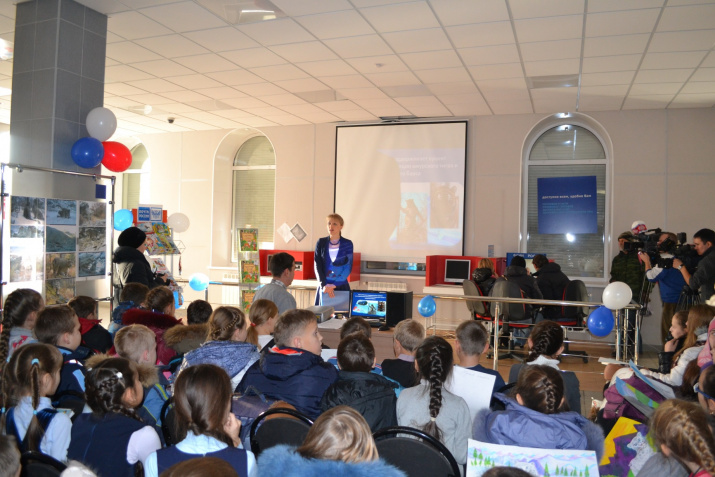 Daria Tsilina speaks to children