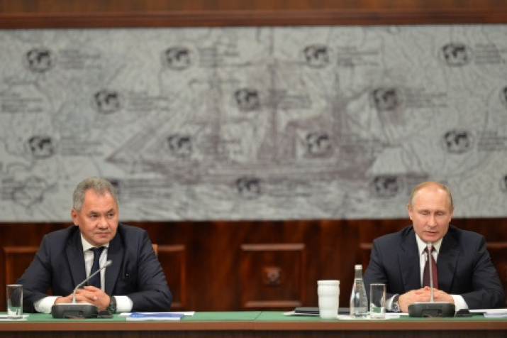 President of the Russian Geographical Society Sergei Shoigu and Chairman of the Board of Trustees Vladimir Putin. Photo by the press service of the Society