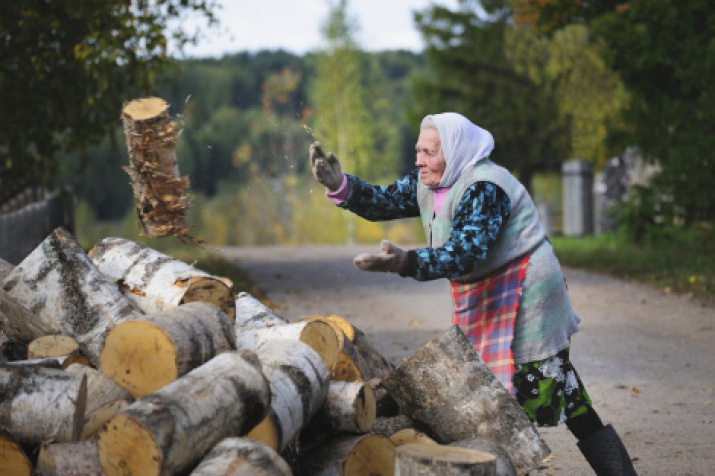 """Not years go by, but logs"". Photo: Ilya Popov, the winner of the II RGS photo contest ""The Most Beautiful Country"""