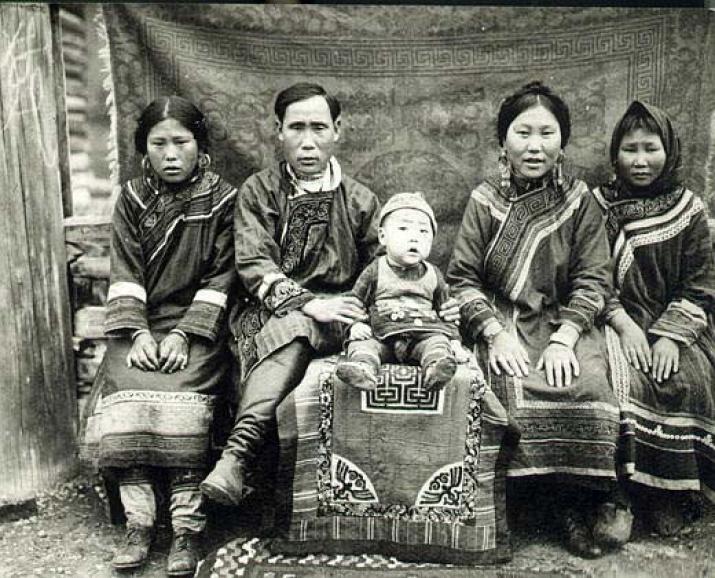 Семья нанайцев. Фото: wikipedia.org