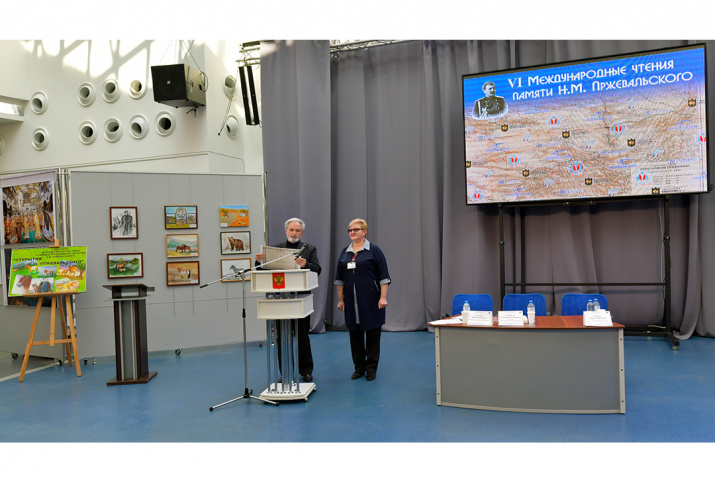 Передача аттестата в дом-музей Пржевальского. Фото: Геннадий Дубино
