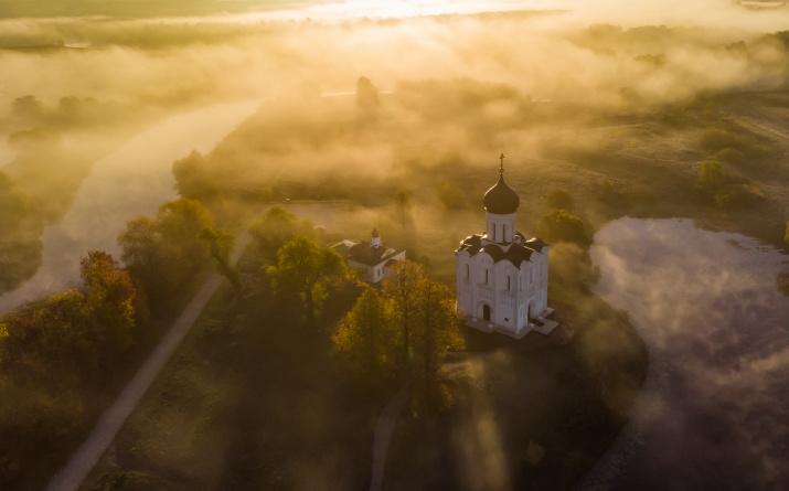 Храм Покрова Пресвятой Богородицы на Нерли. Фото: Игорь Дмитриев