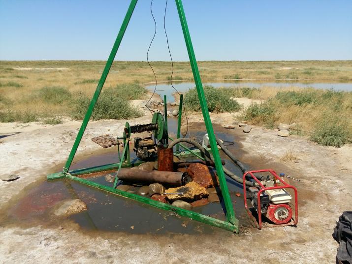 """Работы по расчистке скважин. Фотография предоставлена заповедником """"Чёрные земли"""""""