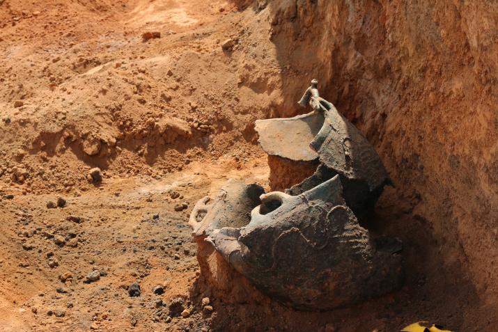 """Разрушенные """"черными копателями"""" археологические находки Раннего Железного Века"""