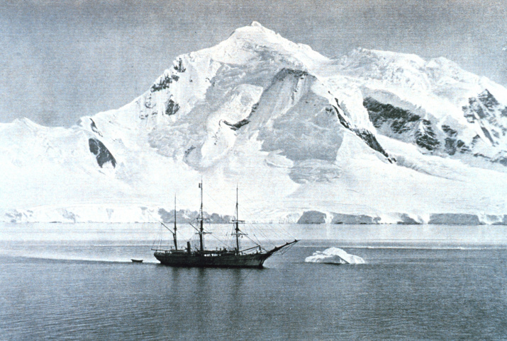"""""""Бельжика"""" у побережья Антарктиды. Источник: wikipedia.org"""