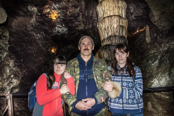 с дочками в пещере
