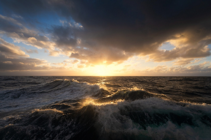 море волнуется...