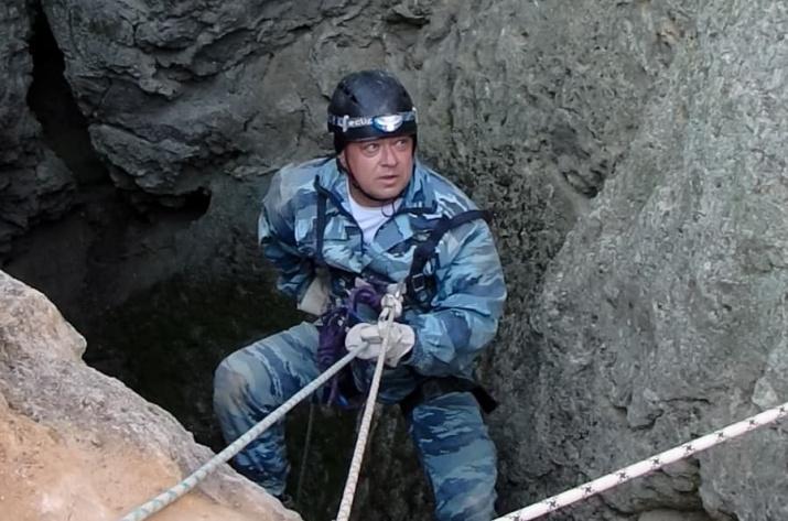28 метров вниз