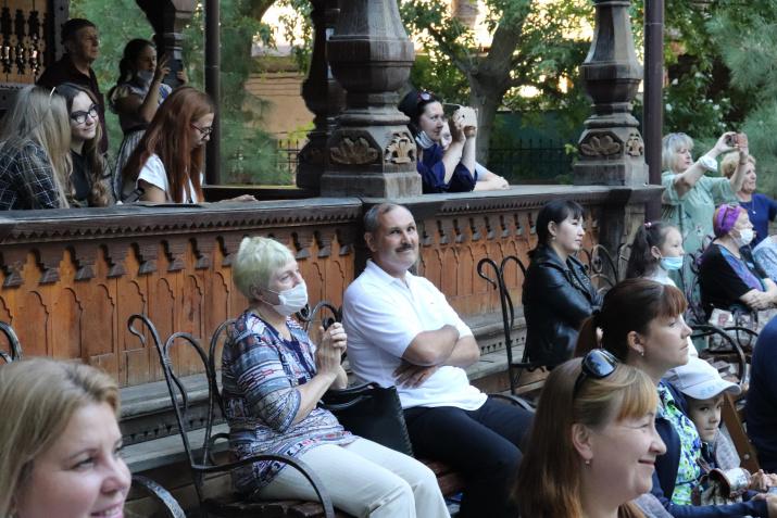 Гости торжества Дома купца