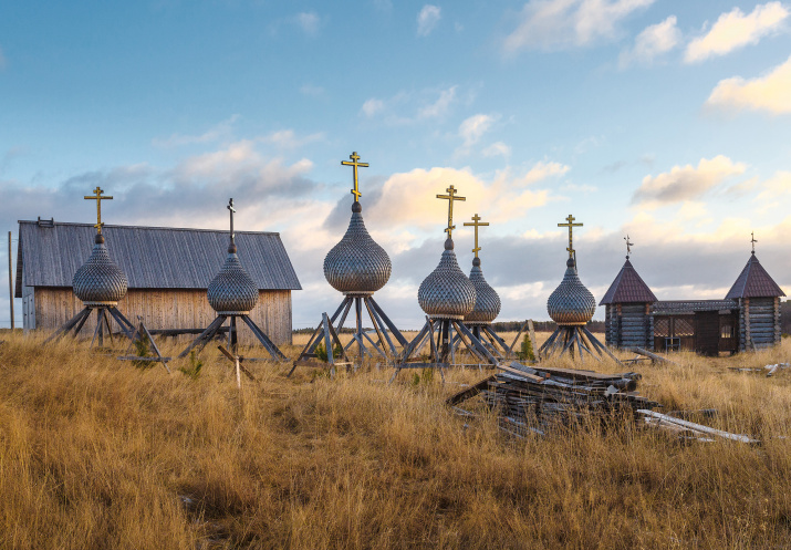 Купола реставрируемого храма Николая Чудотворца, Кольский полуостров.Фото: Альфия Сафуанова