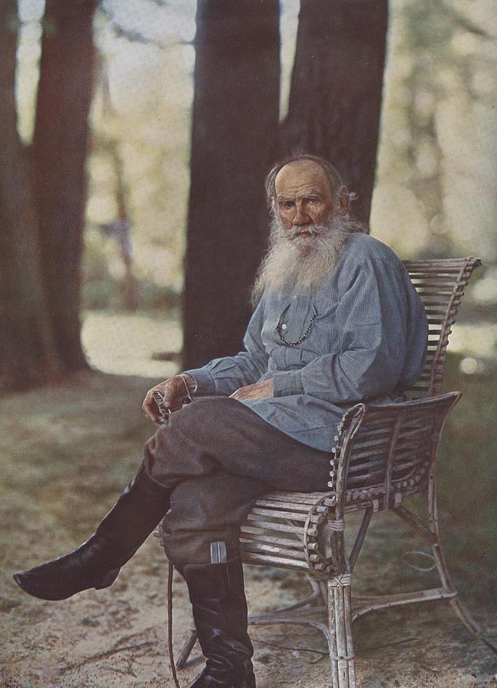 Цветная фотография Льва Толстого, сделанная Сергеем Прокудиным-Горским в Ясной Поляне 23 мая 1908 года. Изображение с сайта vm1.culture.ru