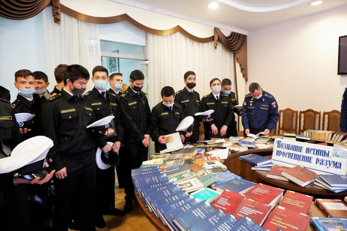 студенты Волго-Каспийского морского рыбопромышленного колледжа
