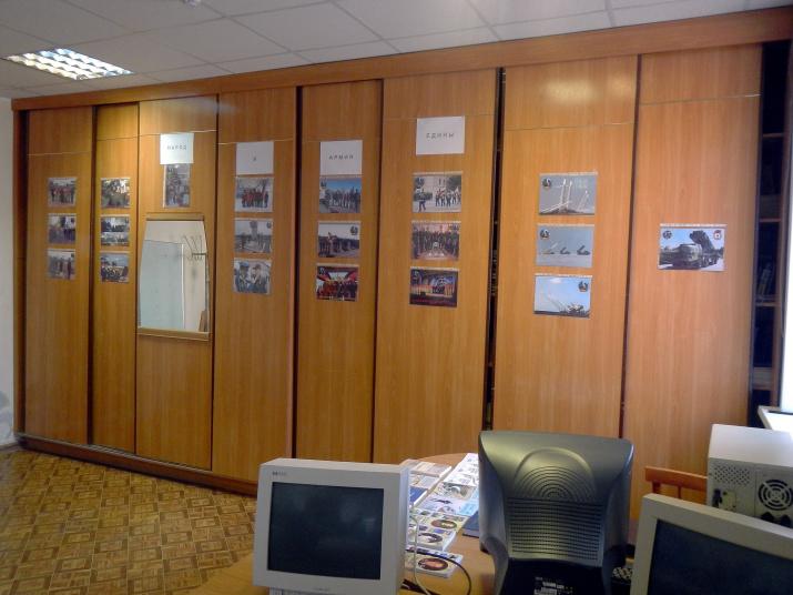 Экспозиция фотовыставки в штаб-квартире Астраханского отделения РГО