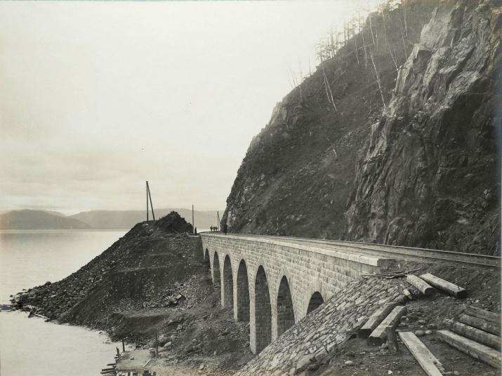 Кругобайкальская железная дорога. Строительство одного из каменных виадуков. Фото: wikipedia.org