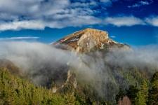 Гора Малый Тхач в облаках. Фото: Вадим Малышев