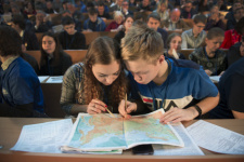 Participants of the Geographical Dictation - 2018 on the central venue at Lomonosov Moscow State University. Photo: press service of the Russian Geographical Society