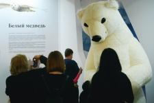 Белый медведь приветствует гостей. Фото: Николай Разуваев