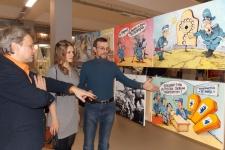 Александр Дьяков с посетителями выставки