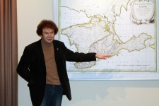 "Dmitry Goryachёv at the opening of the ""Crimean vacation"" exhibition"