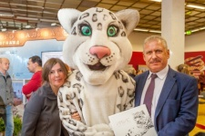 Chairman of Khakassky Branch of the Society Irina Sannikova and director of Sayano-Shushensky Reserve Gennady Kiselev with snow leopard puppets - a rare animal which is preserved in the region