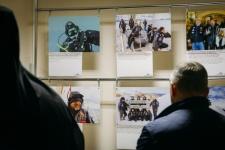 Фотопроект «Антарктида-100″ представлен в церкви не случайно. Выставка имеет образовательную составляющую, каждая фотография сопровождена пояснениями и интересными фактами.