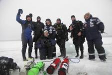 Члены подводного отряда совершили погружение на 102 метра под лед Белого моря