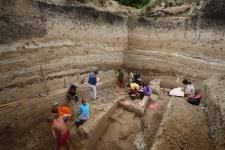 Раскопки нижнего культурного слоя на стоянке Костёнки-14