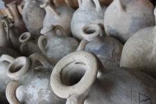 Античные амфоры. Фото с сайта pixabay.com