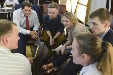 На заседании Молодежного интеллектуального клуба РГО. Одна из фокус-групп. Фото: Николай Разуваев