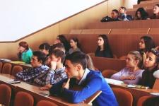 Студенты на мероприятии в честь Всемирного дня Черного моря