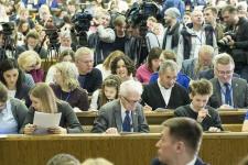 Площадка диктанта в МГУ имени М.В.Ломоносова. Вместе со всеми на вопросы отвечает С.К.Шойгу