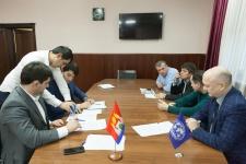 Подписание договора о сотрудничестве. Фото предоставлено Дагестанским республиканским отделением РГО