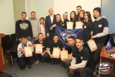 Участники волонтерской школы и директор Карадагского заповедника Роман Горбунов (Фото Никифоровой А.)