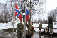 В канун Дня Победы состоялся Российско-Норвежский патриотический поход. Фото: торжественная церемония в пос. Междуречье, Татяна Ветошкина