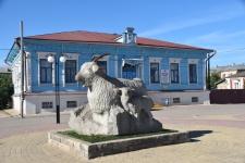 Памятник козе в Урюпинске. Фото Антона Чибилева.