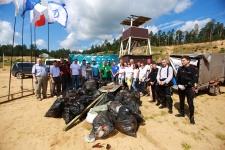 Команда по очистке озера Изумрудное
