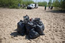 Полные мешки мусора - то, что участники акции собирают на каждой экологической акции