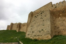 Стены крепости Нарын-кала производят впечатление! Фото: Макензи Холланд