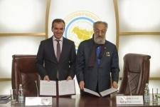 Veniamin Kondratyev and Artur Chilingarov. Photo by the RGO press cen