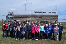 Группа учащихся православной гимназии им. Св. Иоанна Кронштадтского в степном стационаре Института степи