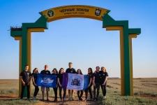 Команда волонтеров из Крыма на кордоне Ацан-Худук заповедника «Черные земли» (Фото: Матвей Бирюков)