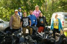 Участники акции на озере Лесном. Фото предоставлено А. Ингилевичем
