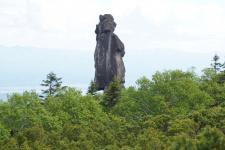 Камень Шаман со стороны камня Собака