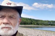 Николай Спижевой на фоне острова Чакмут