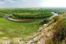Река Урал у горы Дюяташ. Оренбургское Предуралье. Фото: А. Чибилёв