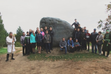 Памятный камень у Сусанинского болота