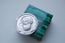 Медаль Демидовской премии (фотография с сайта Екатеринбургского общественного Научного Демидовского фонда)