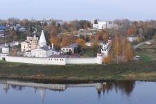 Старица, вид на правый берег Волги и Свято-Успенский монастырь (сентябрь 2019 г., фото Н.И. Григулевич)